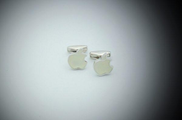 [:en]Apple Cufflinks in Sterling Silver & Enamel[:el]Ασημένια Μανικετόκουμπα  Apple με άσπρο Σμάλτο[:]